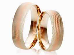 Обручальные кольца с комбинированными цветами золота.